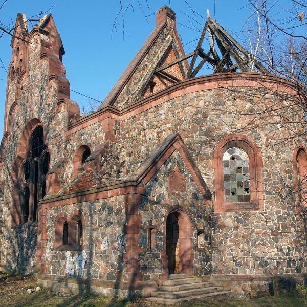 Ruiny kościoła w Pisarzowicach
